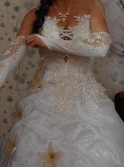 продам свадебное платье с золотой отделкой